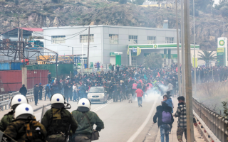 clashes-erupt-during-migrant-protest-on-lesvos