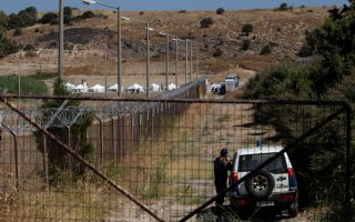 greece-sets-up-tents-for-stranded-migrants-on-lesvos-locals-oppose-plans