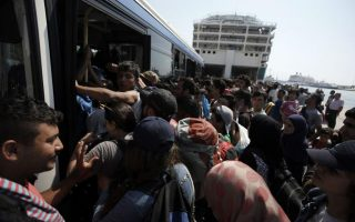 greece-temporarily-suspends-ferries-transporting-migrants-from-the-islands