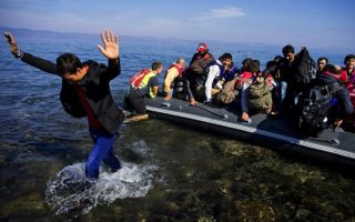 bad-weather-slowed-refugee-flow-to-greece-in-november-un-says