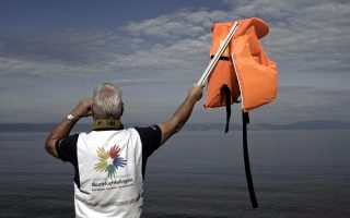 lesvos-islanders-to-get-mccain-prize-for-response-to-refugee-crisis