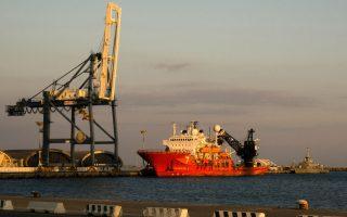 strikers-shut-down-port-of-limassol