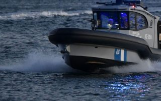 151-migrants-rescued-from-yacht-off-amorgos-in-gale-force-winds