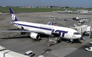 lot-polish-airlines-to-resume-warsaw-athens-flights