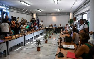 marathon-municipal-council-votes-to-oust-mayor-over-wildfire-tragedy