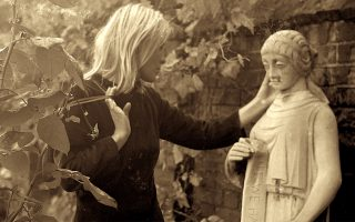 film-on-leonard-cohen-s-muse-to-open-thessaloniki-doc-fest
