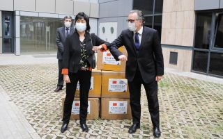 greece-takes-delivery-of-more-masks-from-china