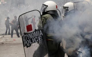 opposition-to-golden-dawn-branch-in-xanthi-leads-to-clashes-with-police