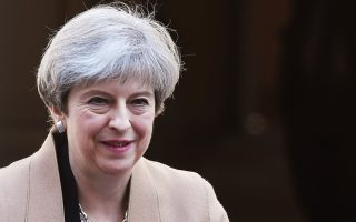 theresa-may-calls-on-greek-expats-to-stay-in-the-uk