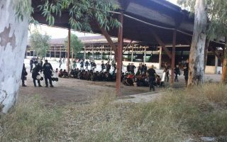police-relocate-600-migrants-from-disused-factories-in-patra-to-state-facilities