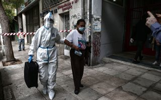 police-evacuate-building-in-central-athens