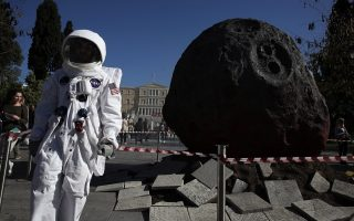 meteor-crash-lands-in-syntagma-on-insurance-day