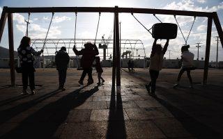 irish-deputy-pm-visits-skaramangas-migrant-facility