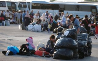 as-hundreds-of-migrants-relocated-to-mainland-more-land-on-lesvos