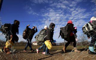 avramopoulos-plays-down-schengen-warning-as-greece-faces-deadline