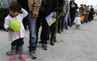 greece-buses-migrants-away-from-border-as-fyrom-refuses-entry-to-afghans