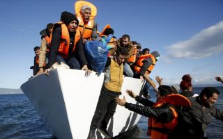 greek-islanders-protest-overcrowded-refugee-camps0