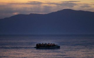 syriza-slams-gov-t-over-plans-to-install-floating-fence-to-stop-migrants
