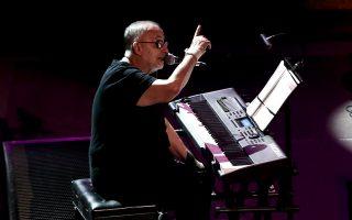 composer-ex-minister-mikroutsikos-dies