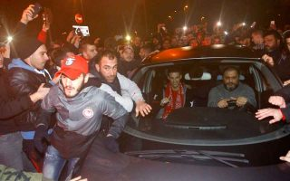 olympiakos-stays-on-top-as-it-welcomes-garcia-and-mirallas