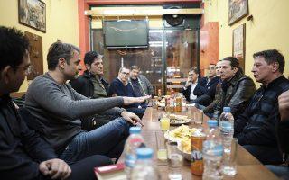 mitsotakis-meets-former-addicts-on-christmas-night