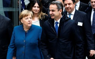 merkel-lauds-greek-border-stance