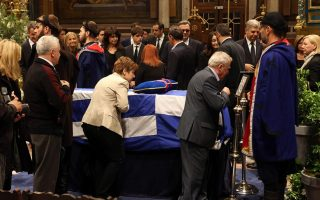 public-pays-respects-to-late-pm