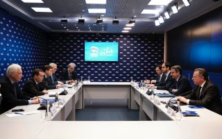 mitsotakis-meets-russian-pm-medvedev