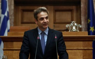 new-democracy-ahead-of-syriza-in-new-survey