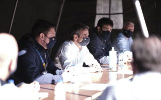 mitsotakis-visits-quake-hit-island-calls-for-damage-evaluation