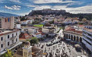rise-in-tourism-boosts-commercial-activity-in-athens-city-center