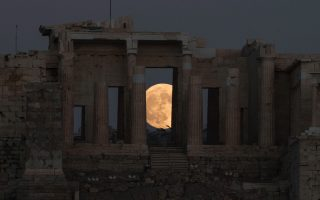 city-of-thessaloniki-gets-its-moon-back
