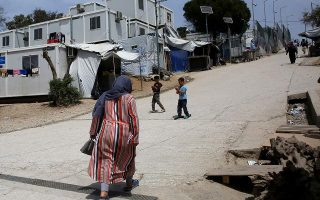 one-hundred-asylum-seekers-transferred-from-lesvos-to-the-mainland