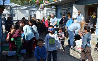 volunteers-help-refugees-dress-up-for-carnival-at-moria