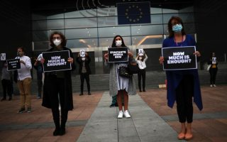 protesting-asylum-seekers-in-lesvos-ask-to-be-moved-amid-infection-fears