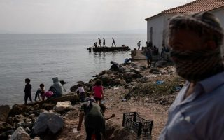 migrants-stranded-by-lesvos-fire-resist-new-temporary-camp