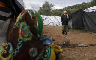 greek-refugee-camp-unable-to-house-new-arrivals