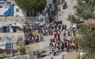 migrants-clash-with-farmers-on-chios-riot-breaks-out-in-lesvos-camp