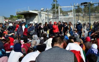 migrants-at-lesvos-camp-burn-tents-clash-with-police
