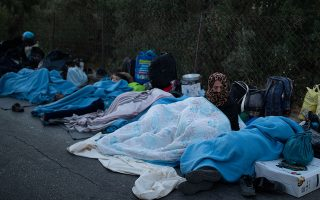 ferry-for-homeless-moria-migrants-docks-in-lesvos-but-locals-block-road