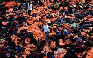 lifejackets-pile-up-on-lesvos