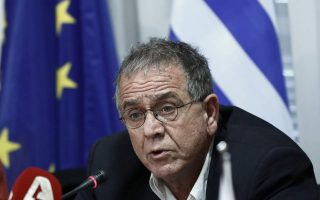 minister-to-seek-compensation-for-chios-residents-affected-by-refugee-camp