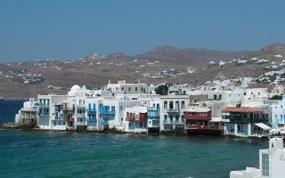 tax-inspectors-scouring-myconos-in-operation-trident-to-move-to-paros-santorini-and-rhodes
