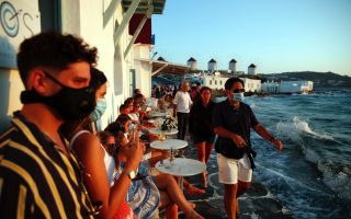 greek-holiday-island-imposes-extra-restrictions0