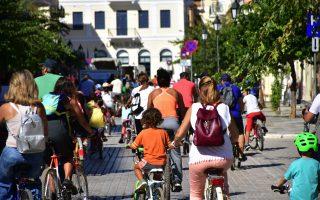 residents-of-nafplio-take-to-their-bicycles