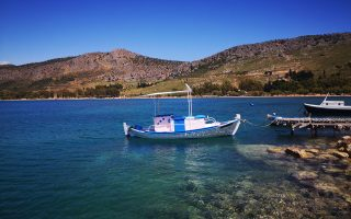 gales-disrupt-services-in-greece-keep-emergency-crews-busy
