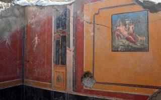 pompeii-dig-uncovers-narcissus-fresco-in-ancient-atrium