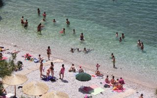 greeks-abandon-vacation-plans-as-crisis-anxiety-hits-new-heights0