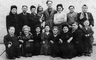 book-on-the-ovitz-family-s-auschwitz-survival-story-now-available-in-greek