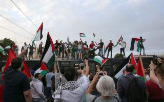 protesters-in-march-for-gaza-pelt-stones-at-israeli-embassy